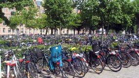 Estacionamiento de la bici Fotos de archivo