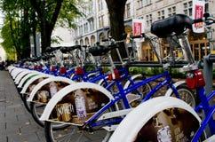 Estacionamiento de la bici en Oslo, Noruega Imágenes de archivo libres de regalías