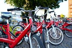 Estacionamiento de la bicicleta Imágenes de archivo libres de regalías