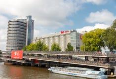 Estacionamiento de la bicicleta en Amsterdam Fotos de archivo libres de regalías