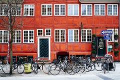 Estacionamiento de la bicicleta en Copenhague Imágenes de archivo libres de regalías