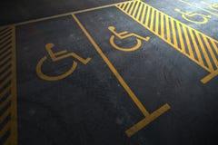 Estacionamiento de la persona discapacitada Imágenes de archivo libres de regalías