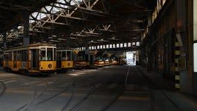 Estacionamiento de la tranvía en la estación de depósito imagenes de archivo