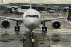 Estacionamiento del aeroplano. Fotografía de archivo