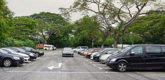 Estacionamiento del coche en Singapur Imagen de archivo libre de regalías