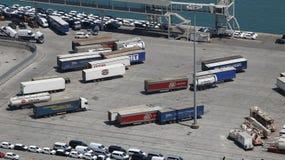 Estacionamiento del envase de los camiones pesados Fotos de archivo libres de regalías