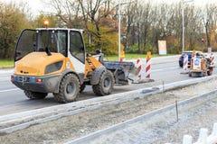 Estacionamiento del excavador en la obra vial en Munich Imagen de archivo