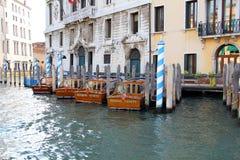 Estacionamiento del taxi veneciano Foto de archivo libre de regalías