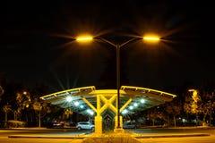 Estacionamiento en la noche Foto de archivo