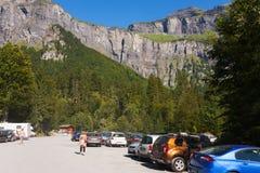 Estacionamiento en las montañas Foto de archivo libre de regalías