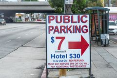 Estacionamiento en Staples Center Los Angeles - CALIFORNIA, los E.E.U.U. - 18 DE MARZO DE 2019 imagenes de archivo