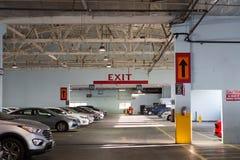 Estacionamiento interior/garaje del coche fotografía de archivo libre de regalías