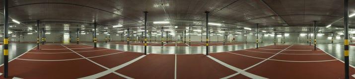 Estacionamiento subterráneo grande, visión panorámica Foto de archivo libre de regalías