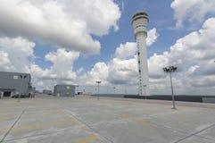 Estacionamiento vacío en la estación del aeropuerto Fotos de archivo libres de regalías