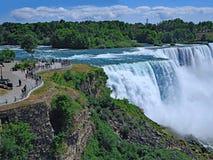 Estacione na borda das quedas americanas em Niagara Falls fotografia de stock