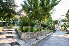 Estacione a rua na ilha Heybeliada em Turquia verão imagem de stock