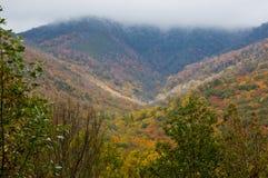 Estaciones cambiantes en las montañas del este Imagen de archivo libre de regalías
