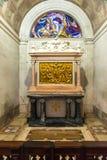 Estaciones de la cruz ( Vía crucis) santuario interior de Fátima Imagenes de archivo