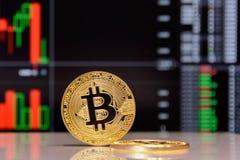 Estada dourada do bitcoin no fundo da carta imagem de stock royalty free