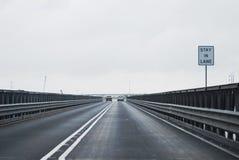 Estada na ponte da pista Fotos de Stock