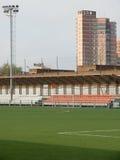 Estadio con un campo para el fútbol Fotografía de archivo libre de regalías