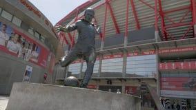Estadio da Luz со статуей Eusebio в Лиссабоне, Португалии сток-видео