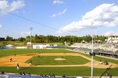 Estadio de béisbol de la liga menor del tiempo del día fotos de archivo libres de regalías