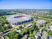 Estadio de fútbol en el sol, aéreo Fotos de archivo