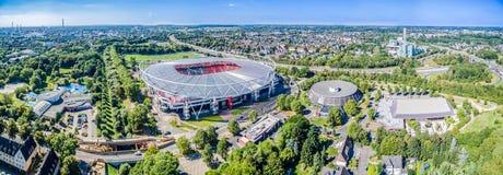 Estadio de fútbol en el sol, aéreo Imagen de archivo libre de regalías