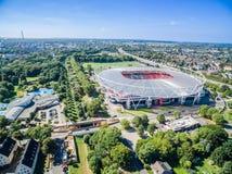 Estadio de fútbol en el sol, aéreo Imagen de archivo