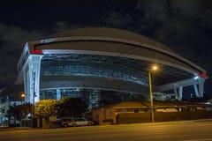 Estadio de las agujas de Miami con la casa en frente Foto de archivo