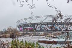Estadio de Londres en la nieve, reina Elizabeth Olympic Park imagen de archivo libre de regalías