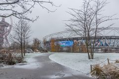 Estadio de Londres en la nieve, reina Elizabeth Olympic Park foto de archivo libre de regalías