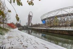 Estadio de Londres en la nieve, reina Elizabeth Olympic Park imagenes de archivo