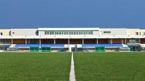 Estadio y terreno de juego de la gradería cubierta Foto de archivo