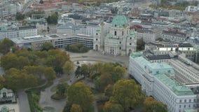 Estado aéreo Opera de Viena do zangão e arquitetura da cidade vídeos de arquivo