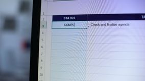 Estado completo escrito para verificar e tarefa finalizada da agenda, lista de verificação, planeamento video estoque