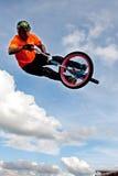 Estado de BMX Rider Gets Airborne Performing At justo Fotos de archivo libres de regalías