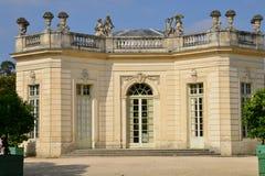 Estado de Marie Antoinette en el parc del palacio de Versalles fotografía de archivo libre de regalías