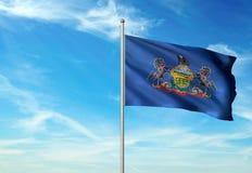 Estado de Pennsylvania de la bandera de Estados Unidos que agita el ejemplo realista 3d del fondo del cielo azul imágenes de archivo libres de regalías