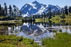 Estado de Shuksan Washington da montagem do lago reflection fotos de stock royalty free