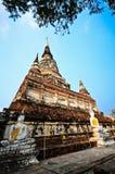 Estado do pagode e da Buda em Wat Yai Chaimongkol Imagens de Stock