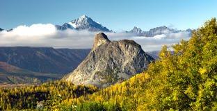Estados Unidos de Matanuska River Valley Alaska das montanhas de Chugach imagens de stock