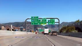 Estados Unidos do tráfego da estrada dos carros Fotos de Stock Royalty Free