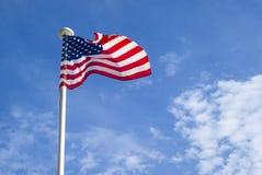 Estados Unidos señalan agitar por medio de una bandera Fotografía de archivo libre de regalías