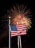 Estados Unidos señalan por medio de una bandera con los fuegos artificiales Imagen de archivo libre de regalías