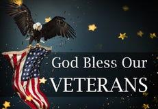 Estados Unidos señalan por medio de una bandera Concepto del día de veteranos imagen de archivo