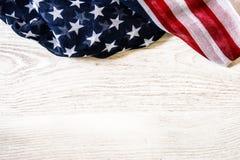 Estados Unidos señalan por medio de una bandera en la madera Imagenes de archivo