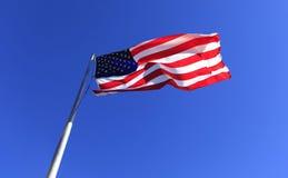 Estados Unidos señalan por medio de una bandera en la roca de la chimenea fotos de archivo