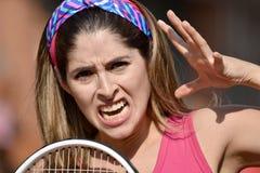 Estafa asustadiza de Colombian Person Wearing Sportswear With Tennis del atleta fotos de archivo libres de regalías